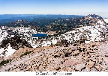 vulkanisch, achtergrond;, wandelend spoor, hoogte, peak;, meer, hoog, park, californië, helen, lassen, nationale