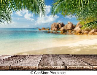 vuoto, assi legno, con, spiaggia tropicale, sullo sfondo