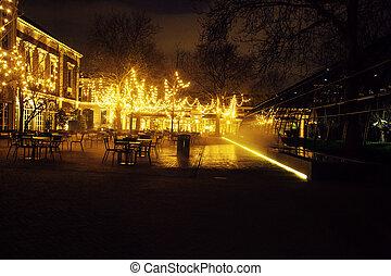 vuoto, notte, ristorante, lotto, di, tavole sedie, con, noone, magia, luci delicate, su, albero, come, natale