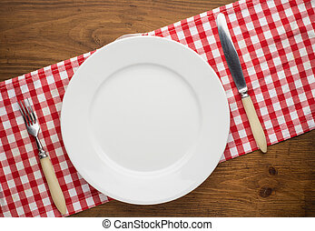 vuoto, piastra, con, forchetta, e, coltello, su, tovaglia, sopra, legno