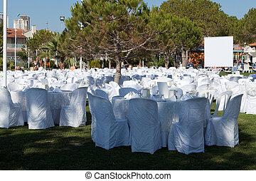 vuoto, servito, ristorante, tavola, con, bianco, tovaglia