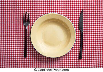 vuoto, smalto, piastra, forchetta, e, coltello, su, rosso quadri tovaglia, vista superiore