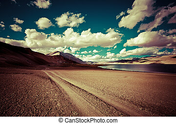 vuoto, strada rurale, andare, attraverso, deserto, prateria