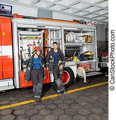 vuur, brandbestrijders, station, vrachtwagen, neiging