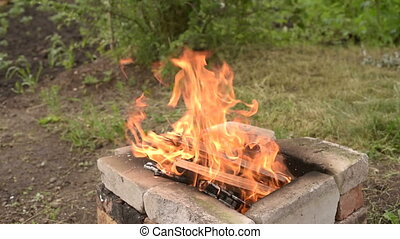 Vuur tuin co tuin vuur lucht gras vervuiling
