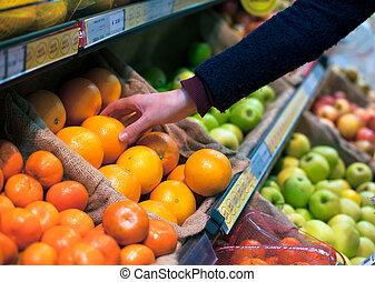 wählen, ein, orange, in, lebensmittelgeschäft