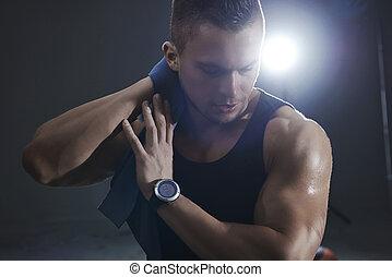 während, training, mann, turnhalle, verschwitzt