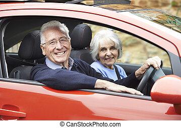 wóz, para, jazda, portret, uśmiechanie się, senior, poza
