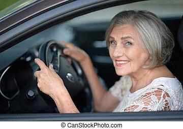 wóz, starsza kobieta, napędowy