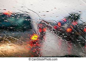 wóz, szyba przednia, w, korek uliczny, podczas, deszcz