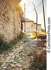 wąska ulica, w, historyczny, miasto, od, berat, w, albania, świat, dziedzictwo, umiejscawiać, przez, unesco