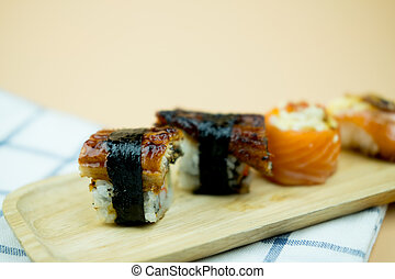 węgorz, sushi, taca, drewno, unagi