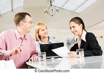 w, przedimek określony przed rzeczownikami, konferencyjna sala