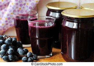 w puszkach, sok z winogron