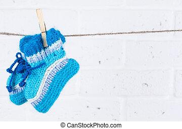 wa, 物干し綱, に対して, 編まれる, ソックス, 掛かること, 赤ん坊, 白い煉瓦