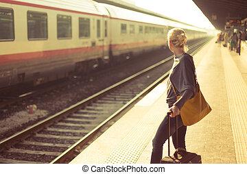 wachten, dame, spoorweg, station.