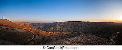 wadi mujib panorama - panorama of wadi mujib canyon at...