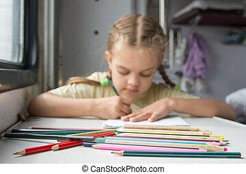 wagen, potloden, meisje, voorgrond, tekening, oud, achtergrond, second-class, zes, jaar, trein
