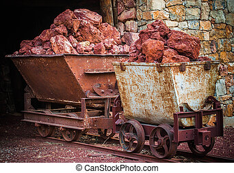 Wagon in a former mine of bauxite - Wagonnet d%u2019une...