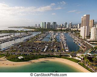 Waikiki harbor with Honolulu skyline in background