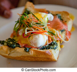 waiter., escalfado, espinaca, tenido, endurecer, salmón, huevo, pizza