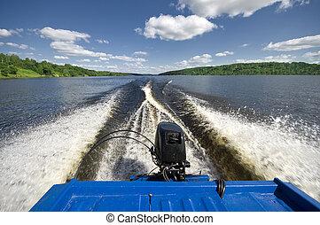 Wake behind boat underway - Wake behind motor boat underway ...