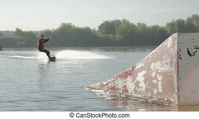 wakeboarder, saut, à, tremplin