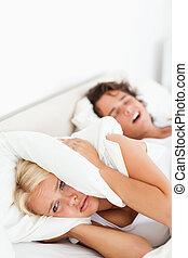 wakker worden, verticaal, haar, vrouw, echtgenoot, snurken