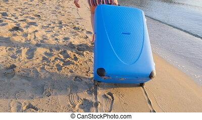 walizka, plaża., kobieta, młody, pociągający