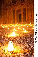 walk by night to Petra Treasury