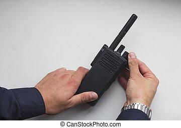 walkie-talkie, portátil, manos de valor en cartera