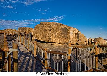 Walkway among boulders - Walkways between boulders on...