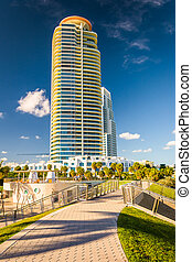 Walkway at South Pointe Park and skyscraper in Miami Beach, Flor