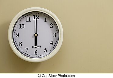 Wall clock time is 6 o'clock