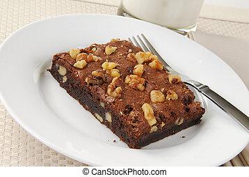 Walnut brownie with milk