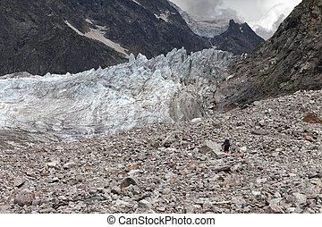 wandelaar, op, gletsjer, moraine