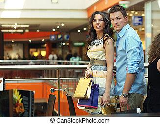 wandelende, doorgang, shoppen , paar, jonge