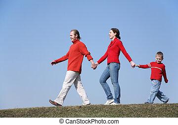 wandelende, gezin, met, zoon, 2