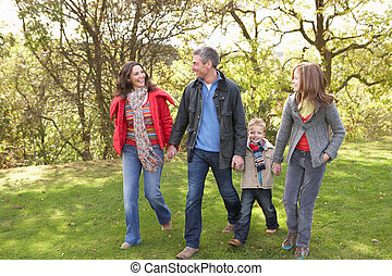 wandelende, gezin, park, jonge, door, buitenshuis