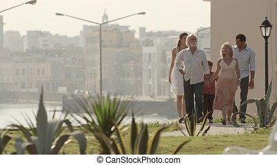 wandelende, gezin, relaxen, vrolijke