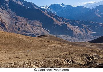 wandelende, in, himalaya, bergen., onderste, mustang, nepal
