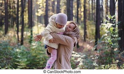 wandelende, kind, park, moeder