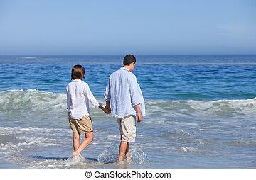 wandelende, onder, strand, paar, t