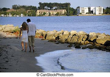 wandelende, op het strand, 2