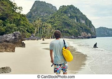 wandelende, schooltas, jonge, tropisch strand, man