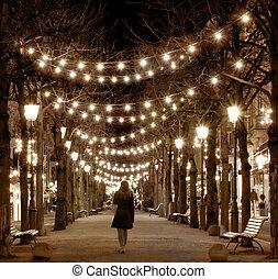 wandelende, silhouette, ouderwetse , stijl, alley., nachtmeisje