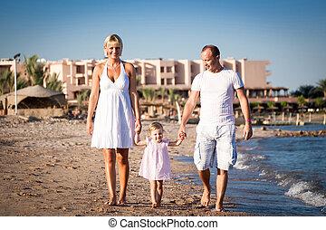 wandelende, strand, gezin, vrolijke