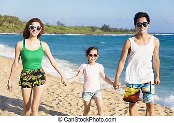 wandelende, strand, jonge familie, vrolijke