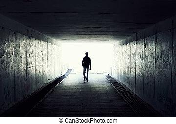 wandelende, tunnel., silhouette, tunnel, licht, einde, man