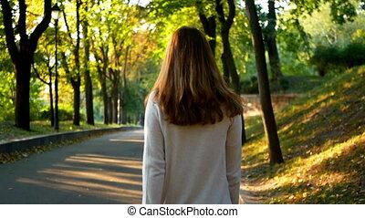 wandelende, vrouw, park